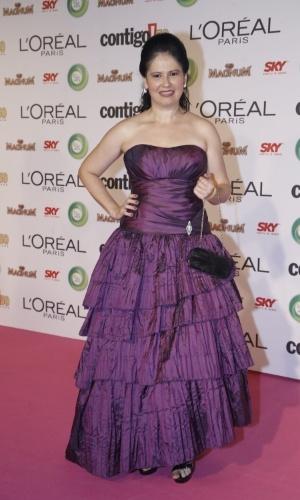 13.mai.2013 -  Com vestido roxo, a atriz Narjara Turetta posa para foto durante o prêmio Contigo! de TV, no Copacabana Palace, no Rio de Janeiro