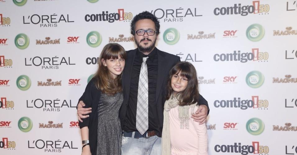 13.mai.2013 - Danton Mello e suas filhas participam do 15º Prêmio Contigo!, no Copacabana Palace, no Rio de Janeiro
