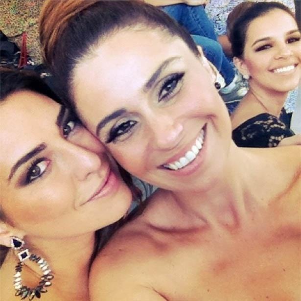 13.mai.2013 - Giovanna Antonelli posa ao lado de Fernanda Paes Leme