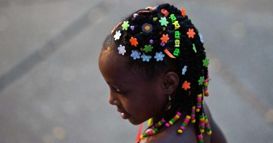 13.mai.2013 - Jovem participa da 9ª edição de concurso de cabeleireiros especializados em penteados afro em Cali (Colômbia)