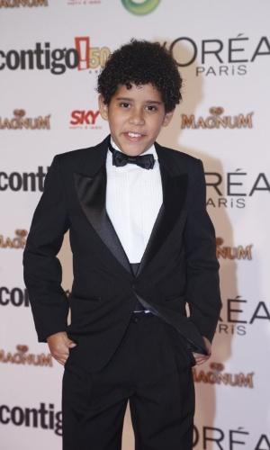 13.mai.2013 - O ator mirim Cauê Campos usa traje social para a festa do Prêmio Contigo! de TV, no Rio de Janeiro