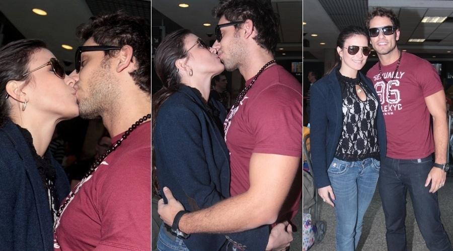 13.mai.2013 - Os ex-BBB's Eliéser e Kamilla trocaram beijos no aeroporto de Congonhas, São Paulo. O casal se conheceu na última edição do reality show e desde então estão juntos