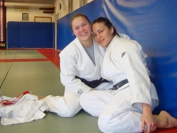 A amizade entre Marina e Ronda começou no judô e evoluiu para o MMA, com ambas mantendo carreiras invictas até aqui