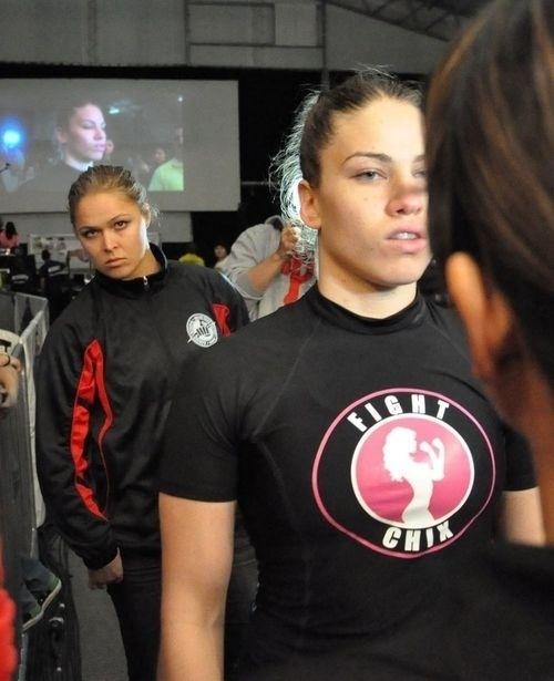 Depois de começar no judô, Marina Shafir apostou no MMA por conta da morte do pai, buscando um novo rumo para sua vida. E deu certo: são três vitórias, com três finalizações por chave de braço - uma especialidade da amiga Ronda Rousey