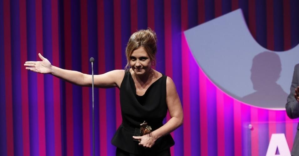 13.mai.2013 - Adriana Esteves agradece o prêmio de melhor atriz no 15º Prêmio Contigo!