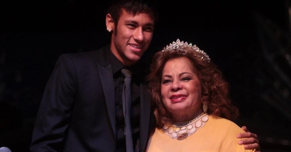 13.mai.2013 - Neymar prestigia evento em homenagem aos 84 anos da cantora Ângela Maria no Clube Piratininga, em São Paulo em SP