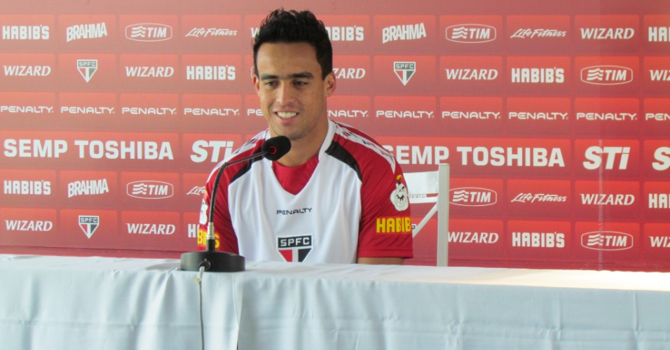 14-05-2013- Jadson concede entrevista após ser convocado por Luiz Felipe Scolari