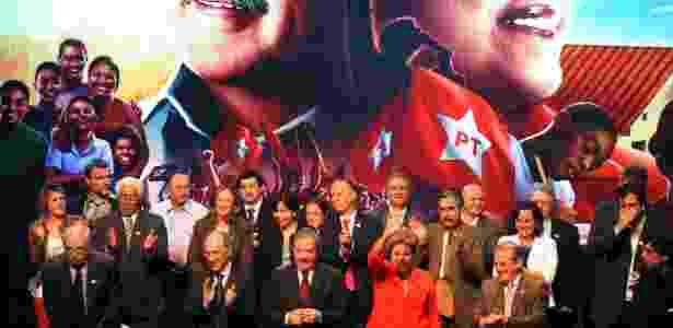 A presidente Dilma Rousseff e seu antecessor, Luiz Inácio Lula da Silva, participam de evento em homenagem aos dez anos de mandato do PT na Presidência da República, em Porto Alegre (RS) - Edu Andrade/Fatopress/Estadão Conteúdo