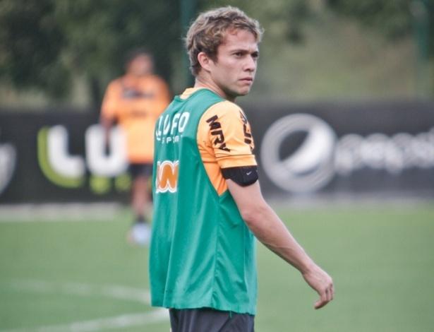 15/05/2013 - Jovem atacante Bernard durante treinamento do Atlético-MG na Cidade do Galo