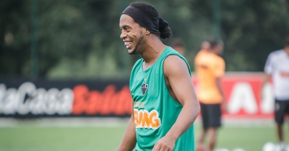 15/05/2013 - Ronaldinho Gaúcho se reapresentou sorridente ao Atlético-MG