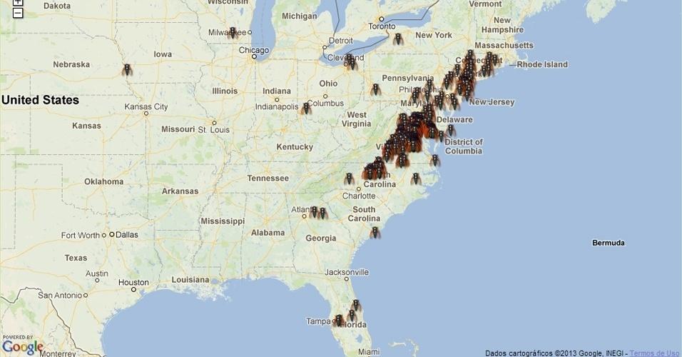 15.mai.2013 - A costa leste dos Estados Unidos está prestes a sofrer uma invasão de milhares de cigarras neste mês. A cada 17 anos, durante a primavera no hemisfério Norte, as cigarras que vivem debaixo da terra, a 20 centímetros de profundidade, atingem a fase adulta e saem para se acasalar na superfície. No auge de cada ninhada (são 15 no total), cerca de 2.000 cigarras podem ser encontradas no mesmo metro quadrado, em um fenômeno cíclico que só ocorre nos Estados Unidos. Acima, mapa traz localização dos insetos com dados coletados até esta terça-feira (15)