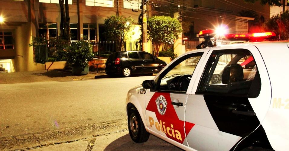 15.mai.2013 - Estudante Bruno Ribeiro Pontes Pedroso foi baleado ao reagir a tentativa de assalto na rua João Ramalho, em Perdizes, na zona oeste de São Paulo. De acordo com a polícia, ele andava pela calçada da via falando ao celular quando foi abordado por dois criminosos em uma moto. O estudante foi levado para o Hospital das Clínicas, na área central da capital, e passa bem. Ninguém foi preso