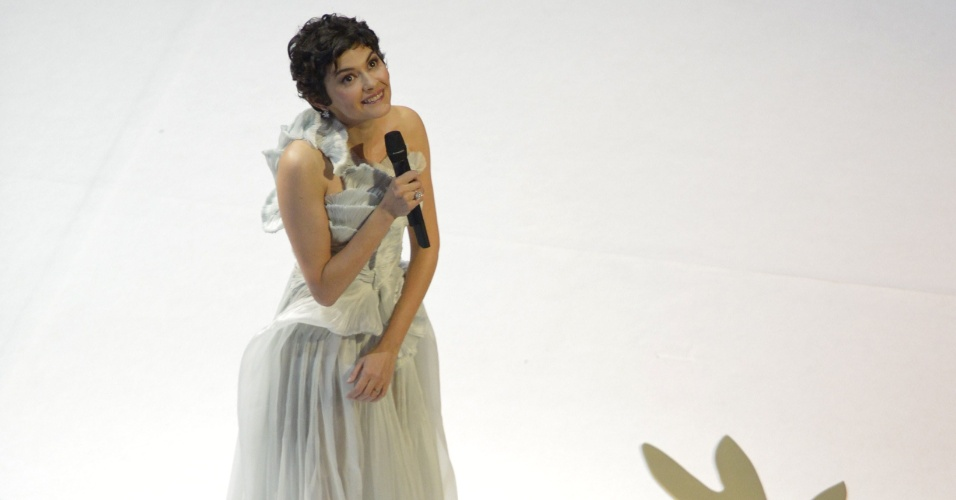15.mai.2013 - Mestre de cerimônias Audrey Tautou abre Festival de Cannes 2013