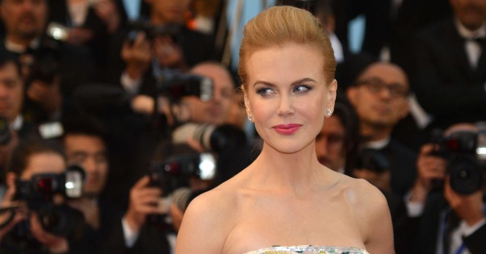 15.mai.2013 - Nicole Kidman, que integra o júri do Festival de Cannes 2013, chega à cerimônia de abertura e para a exibição de
