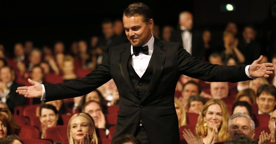 15.mai.2013 - O ator Leonardo DiCaprio recebe aplausos na plateia do Palácio dos Festivais, durante a abertura do Festival de Cannes 2013