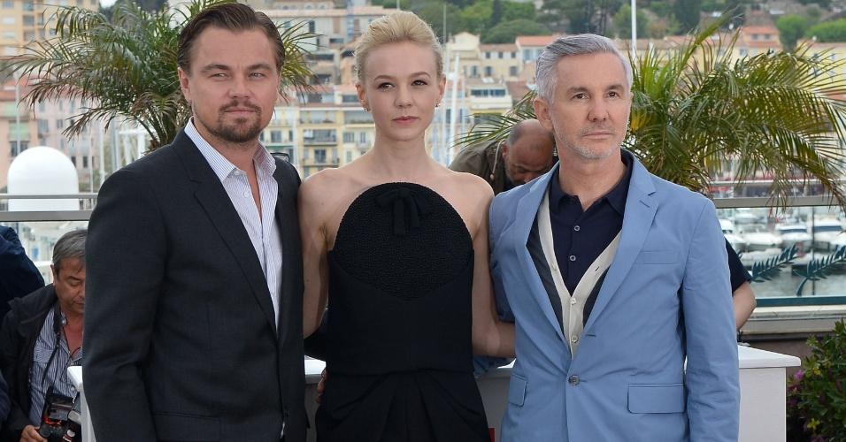 15.mai.2013 - O atores Leonardo DiCaprio e Carey Mulligan e o diretor Baz Luhrmann posam para sessão de fotos que promove