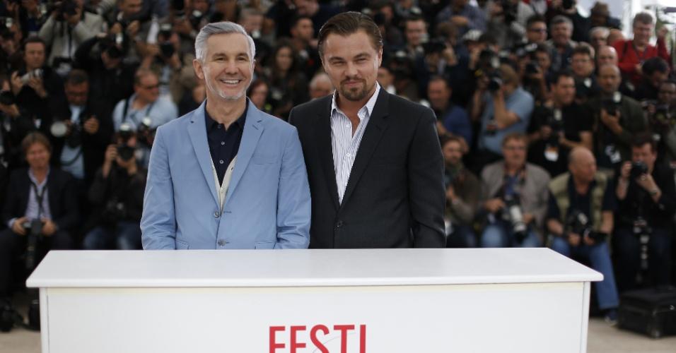 15.mai.2013 - O diretor australiano Baz Luhrmann e o ator americano Leonardo DiCaprio posam para sessão de fotos que promove