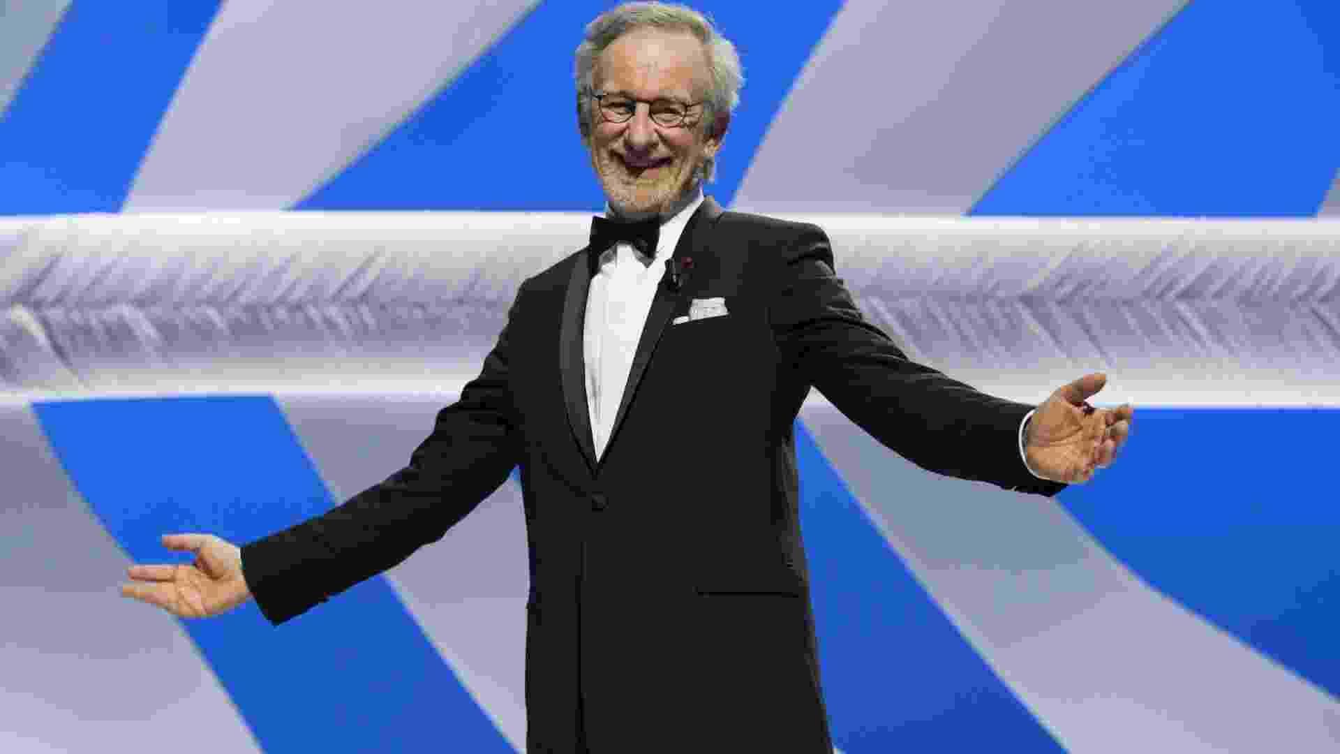 15.mai.2013 - O diretor Steven Spielberg, presidente do júri do Festival de Cannes, recebe aplausos durante a cerimônia de abertura do evento - Ian Langsdon/EFE