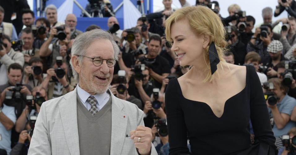 15.mai.2013 - Steven Spielberg e Nicole Kidman posa para os fotógrafos em Cannes. O dietor americano é o presidente do júri da 66ª edição do festival, do qual a atriz também faz parte