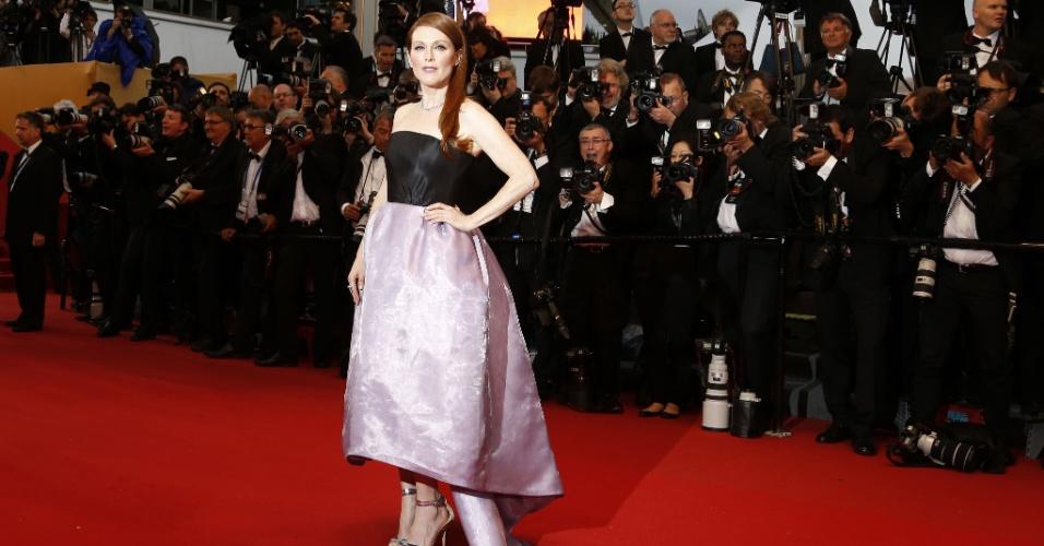 A atriz Julianne Moore chega à cerimônia de abertura do Festival de Cannes 2013