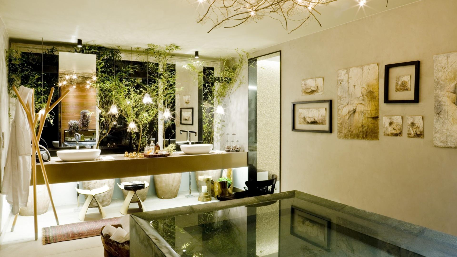 As arquitetas Andressa Lima e Daniela Cardim assinam o Banho do Casal, ambiente de 22 m² inspirado em spas de hotéis e resorts. A 17ª Casa Cor Goiás, que abre as edições do ano da franquia no país, segue até dia 25 de junho de 2013, no Setor Marista, em Goiânia
