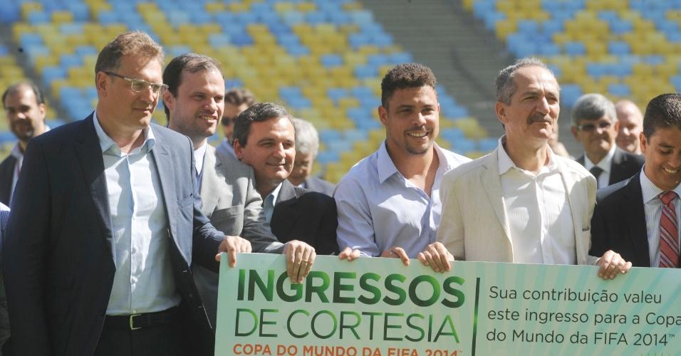 Integrantes da Fifa, acompanhados de Ronaldo e Bebeto, visitaram o estádio do Maracanã nesta quarta-feira (15/05). Estádio receberá a Copa das Confederações e a Copa do Mundo