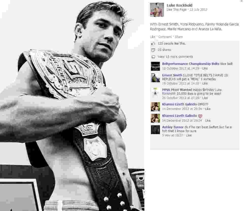 Luke Rockhold exibe cinturão dos médios conquistado no evento do Strikeforce - Reprodução/Facebook