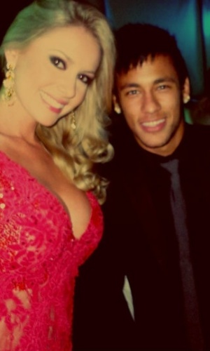 Neymar posa com Sancler Frantz, Miss Brasil World 2013