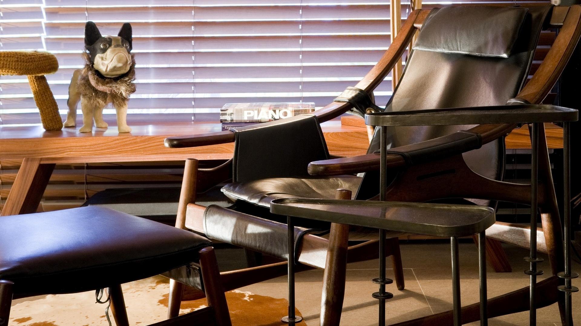 Para o projeto da Varanda Gourmet, com 80 m², os arquitetos Bruno Veras e Juliano Costa escolheram cores sóbrias e mobiliário em madeira. A 17ª Casa Cor Goiás, que abre as edições do ano da franquia no país, segue até dia 25 de junho de 2013, no Setor Marista, em Goiânia