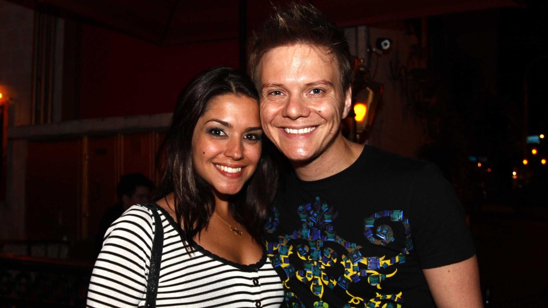 15.mai.2013 - O cantor Michel Teló janta com a namorada Thaís Fersoza em restaurante de São Paulo