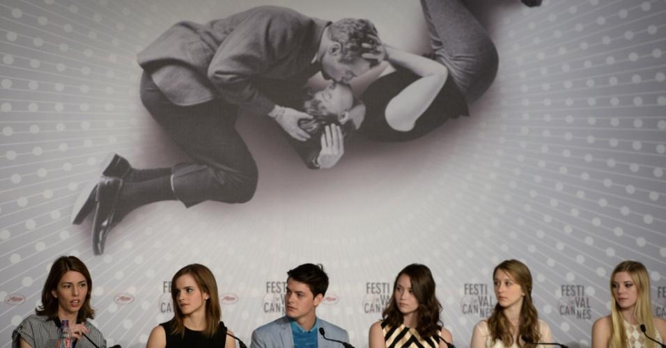 16.mai.2013 - A diretora Sofia Coppola e os atores Emma Watson, Israel Broussard, Katie Chang, Taissa Farmiga e Claire Julien, durante entrevista coletiva sobre o filme