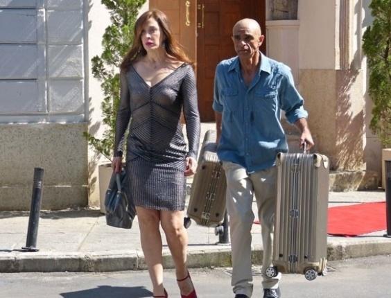 "16.mai.2013 - Em ""Salve Jorge"", Wanda ameaça Lívia e chefe da máfia foge"