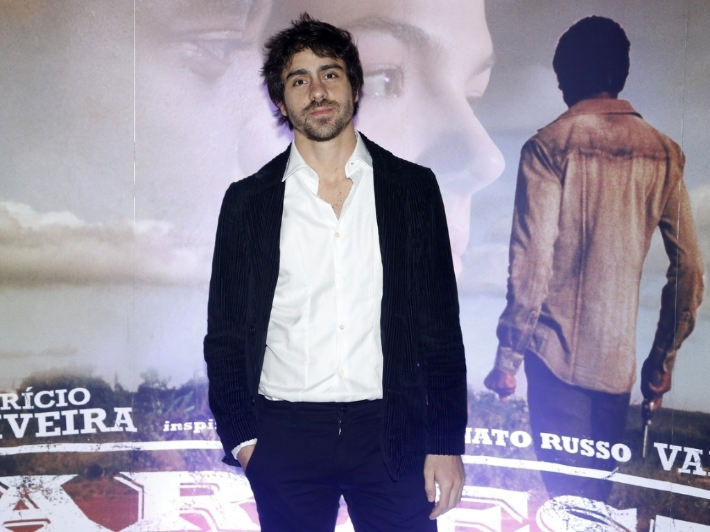 16.mai.2013 - O ator Felipe Abib comparece à pré-estreia de