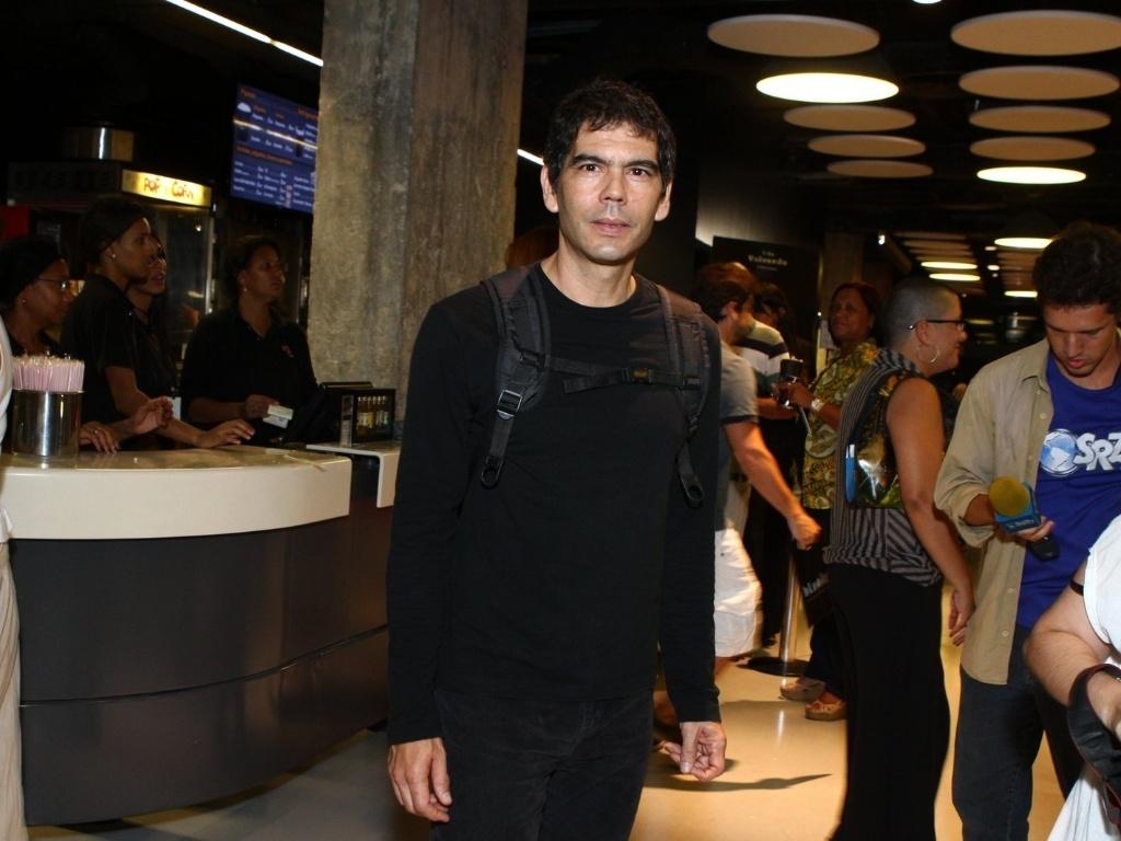16.mai.2013 - O músico Dado Villa-Lobos também compareceu à pré-estreia do filme no RJ