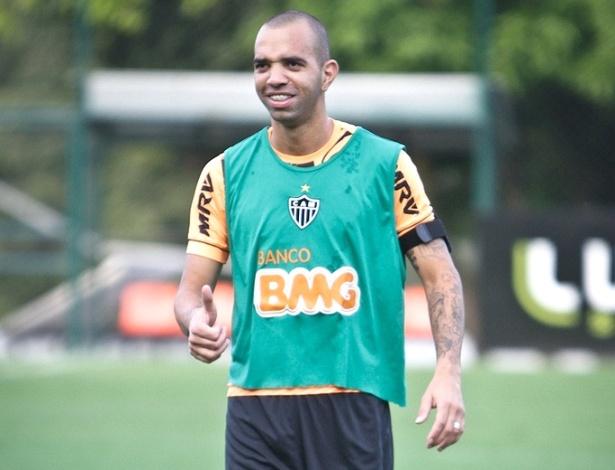 Diego Tardelli, atacante do Atlético-MG, durante treino na Cidade de Galo (15/5/2013)