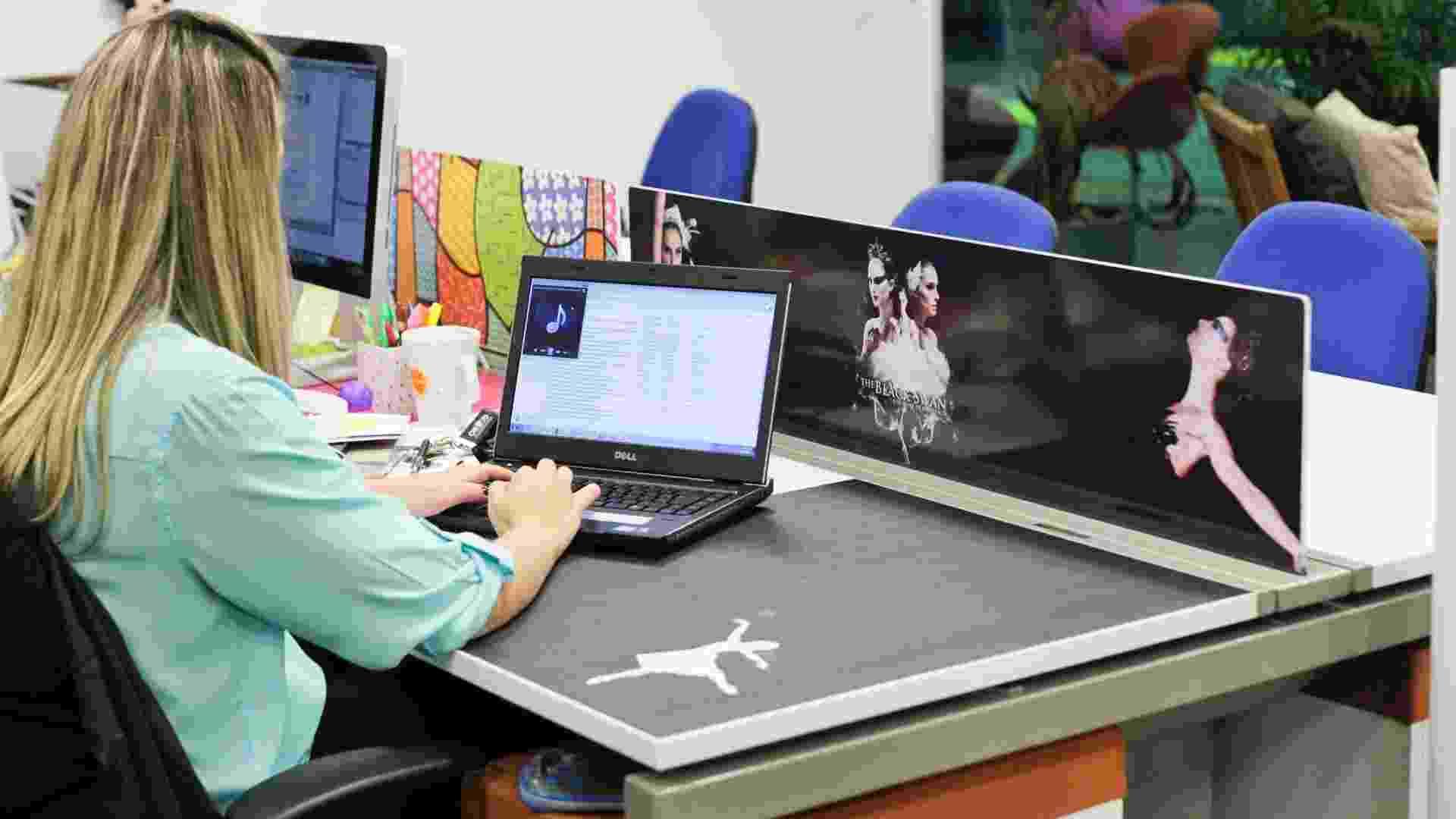 Empresa Acesso Digital realiza concurso para saber qual é a melhor decoração da mesa de trabalho - Fernando Donasci/UOL
