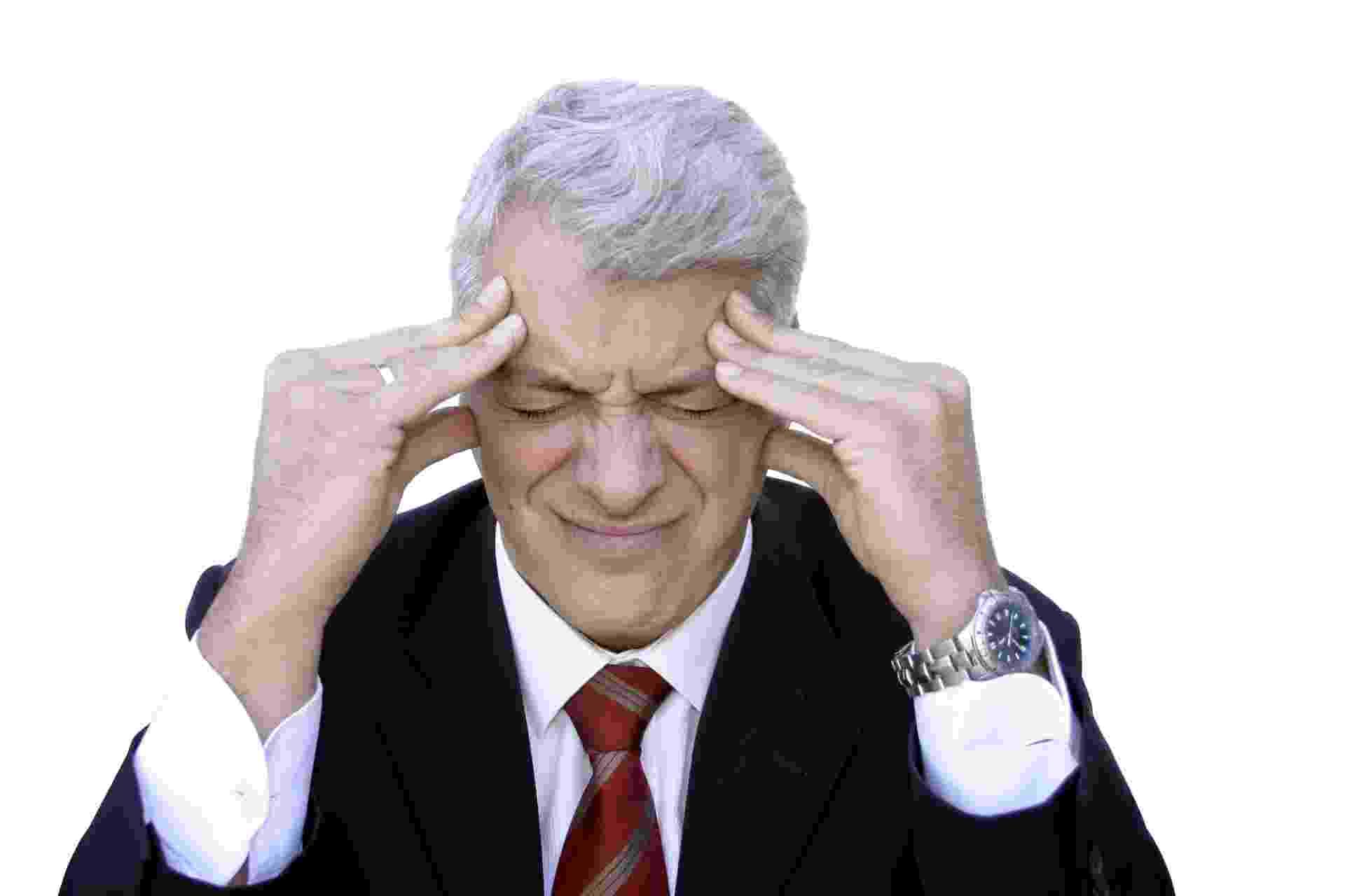 homem, meia idade, dor de cabeça, avc, dor - Thinsktock