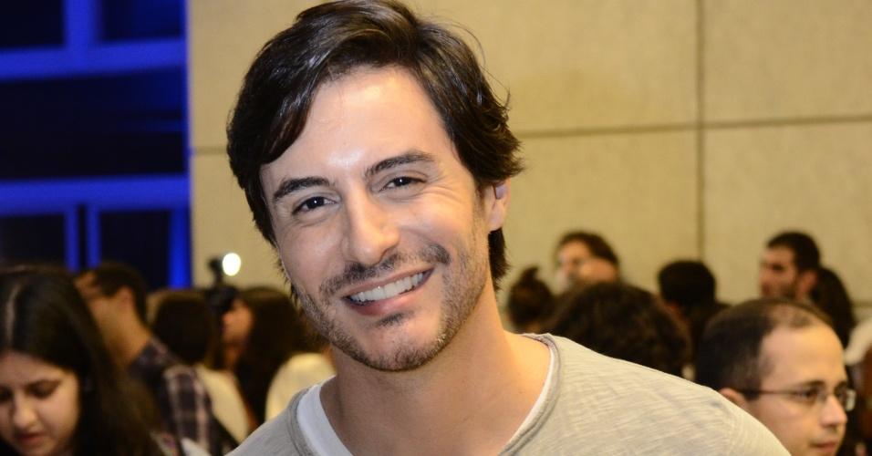 """Ricardo Tozzi é Thales em """"Amor À Vida"""""""