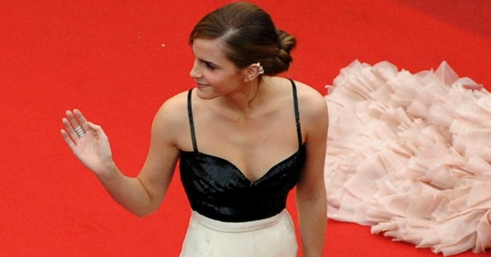 16.mai.2013 - A atriz Emma Watson chega à exibição do seu filme