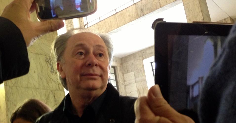 """17.mai.2013 - Agente de modelos Lele Mora chega nesta sexta-feira (17) a tribunal em Milão (Itália) para audiência sobre acusação segundo a qual o ex-premiê italiano Silvio Berlusconi teria feito sexo com prostituta menor de idade em festa """"bunga, bunga"""" em 2010, quando ainda estava no cargo"""