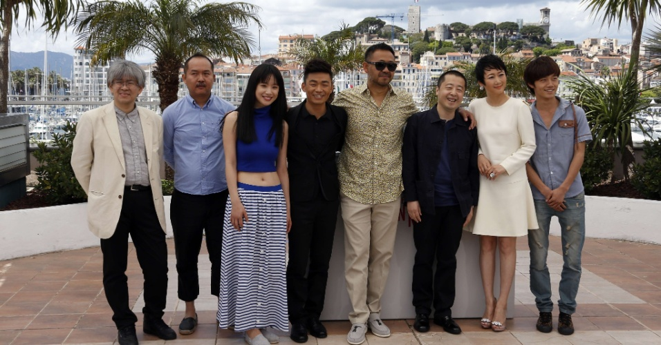 17.mai.2013 - Shozo Ichiyama, Lik Wai Yu, Meng Li, Wang Baoqiang, Wu Jiang, ,Zhangke Jia, Tao Zhao e Lanshan Luo divulgam