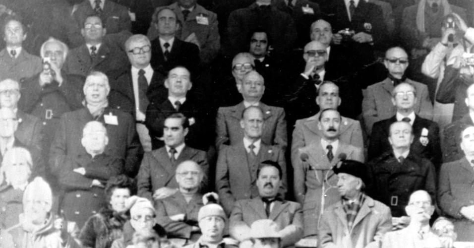 17maio2013 - João Havelange vê final da Copa ao lado do Ditador Videla