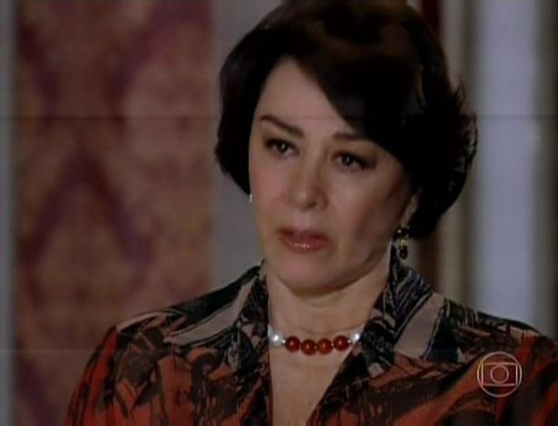 Isaurinha conta a Leonor que teve filho com Gustavo