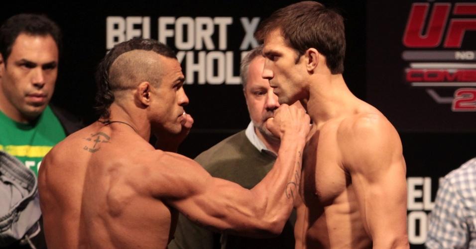 Vitor Belfort e Luke Rockhold, que fazem a luta principal do UFC Jaraguá, se estranharam após a pesagem para o evento