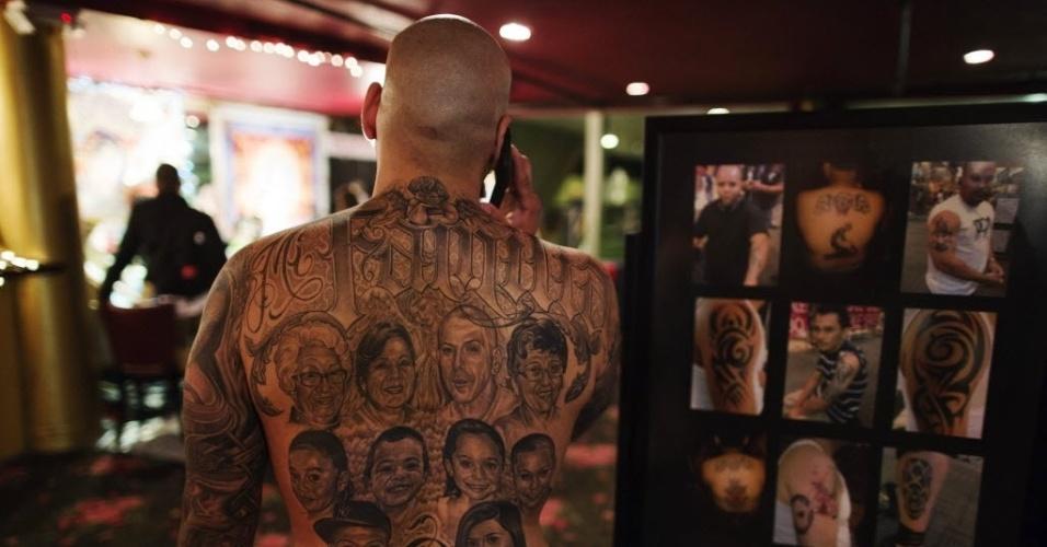 18.mai.2013 - Aficionados em tatuagem participam de evento sobre o tema em Nova York