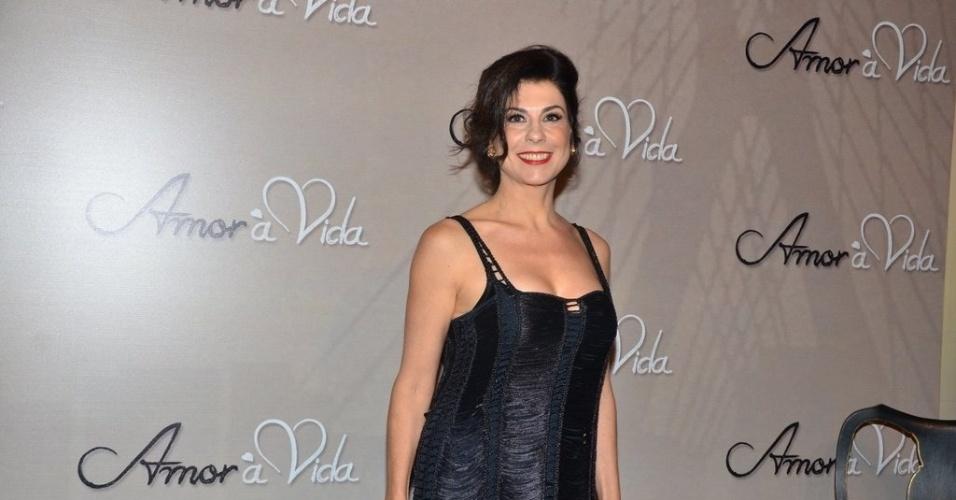 """18.mai.2013 - Angela Dip na festa organizada pela Globo em um restaurante de SP para promover a novela """"Amor à Vida"""""""