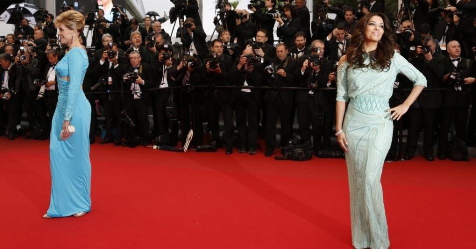 18.mai.2013 - As atrizes Jane Fonda (à esq) e  Eva Longoria posam para fotos antes da exibição do filme