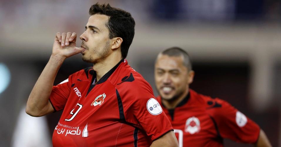 18.mai.2013 - Atacante brasileiro Nilmar, do Al-Rayyan, comemora gol na vitória por 2 a 1 sobre o Al Sadd, que valeu o título da Copa do Emir do Catar