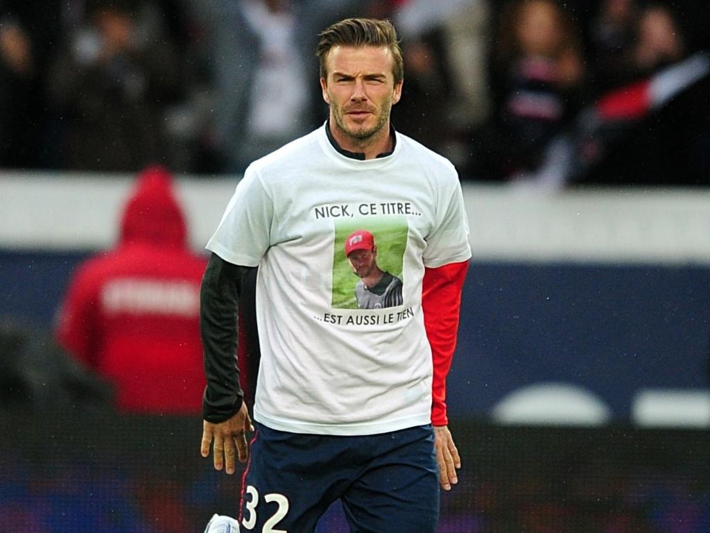 18.mai.2013 - David Beckham aquece para jogo do Paris Saint-German neste sábado
