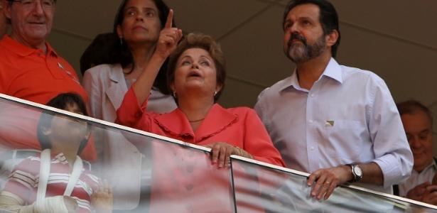 A presidente Dilma e o governador do DF, Agnelo Queiroz, no Mané Garrincha: ingressos na mira do MP